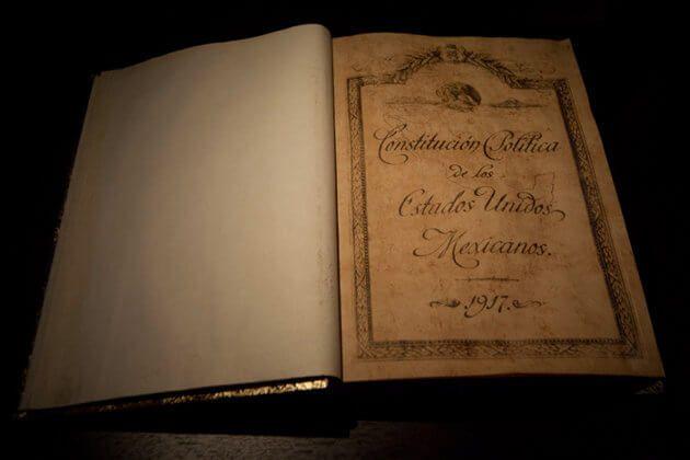 1917 Constitucion Politica De Los Estados Unidos Mexicanos Rosa Ma Porrua Constitucion Politica Constitucion Constitucion Mexicana