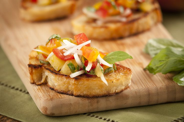 Onion Salsa Crostini - So easy and perfect for fall appetizers! www.gillsonions.com/recipes