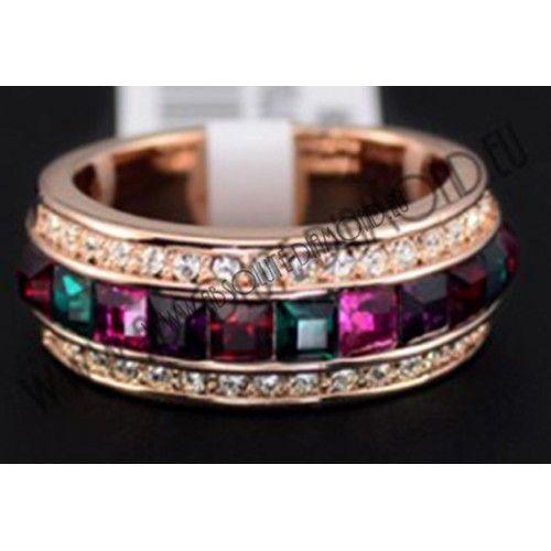 Δαχτυλίδι με τεχνητά διαμάντια και Αυστριακούς κρυστάλλους Stellux σε διάφορα χρώματα.Ατσάλι εμβαπτισμένο σε ροζ χρυσό 18Κ.Bάρος δαχτυλιδιού: 9,5gr