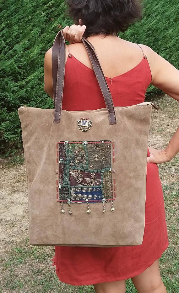 Suede tote bag, beige and very practical!