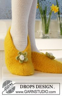 Felted DROPS Easter slippers. Size 26 to 44.  LOTS LOTS of free pattern men, women, children, home at www.garnstudio.com    Many languages