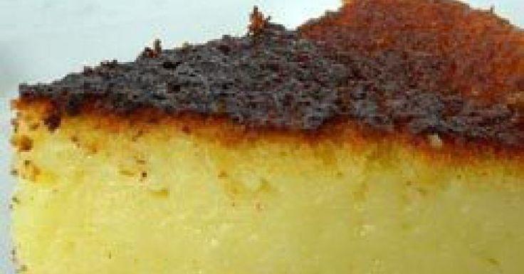 """A receita de hoje do nosso especial Receitas da Vovó é um bolo de milho especial: com recheio cremoso! Dá água na boca só de imaginar! A dica é do blog """"Aqui na Cozinha"""", parceiro do Bolsa de Mulher. Tradição e praticidade com gostinho bem brasileiro.Bol"""
