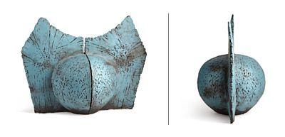ERIK PLØEN OSLO 1925 - D. SST. 2004  Vase Eget verksted. 1993. Matt glasur på hvit porselensleire. Signert: Pløen Son 1993. HØYDE 27,00 CM