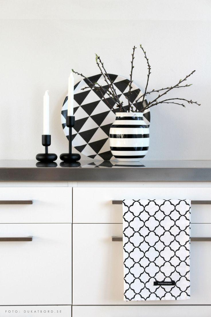 white vase towel 2560x1440 - photo #17