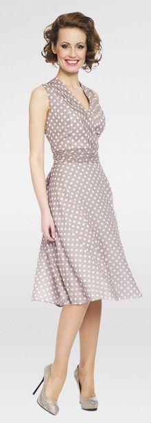кофейное платье в горошек