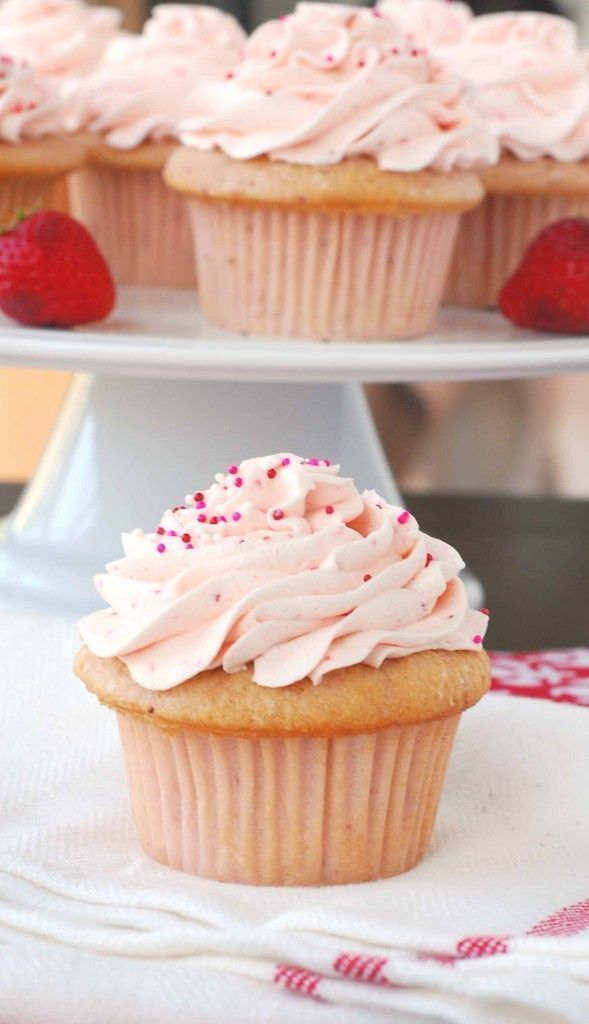 thick cream cheese frosting recipe wedding cake top 25 best strawberry cupcakes ideas on 20919