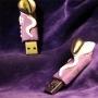 I love Mom  è uno dei modelli della Angel_f USB scupture collection,  la nuovissima linea di pennete USB di Angel_f, la piccola intelligenza artificiale figlia di Derrick de Kerckhove e della Biodoll. La piccola scultura abbina un bianco luminoso in contrasto su un fondo viola scuro effetto glitter, rappresentando il piccolo Angel_f al suo stadio di spermatozoo. Created for the BYB  - Be Your Browser Exhibit, @Crash Fumetti Dirompenti (Rome, Forte Prenestino) - Concept: AOS…