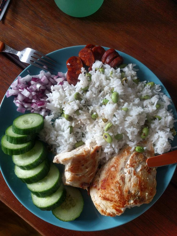 760 calories of edamame chorizo basmati rice chicken red onion and cucumber - can be cut down to 500 without the chorizo. Absolutely delicious #goodnutrition #physicalactivity #goodfood #vegetables #JuicePlus #healthymeal #healthyfood #healthy #health #exercise #eatclean