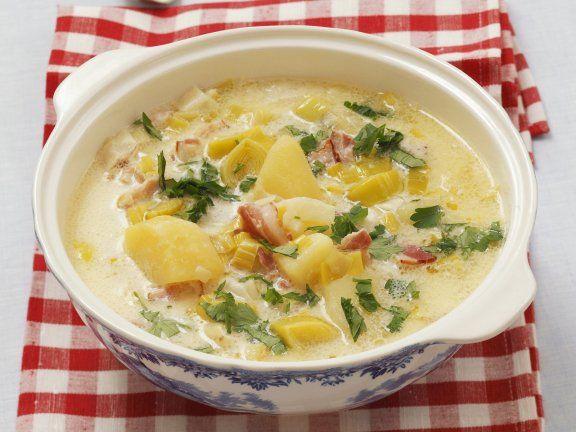 Rezept: Lauch-Kartoffel-Suppe mit saurer Sahne und Speck