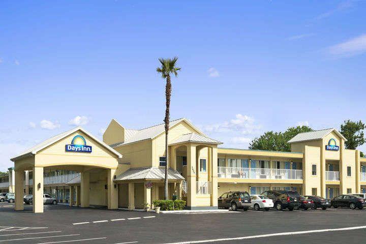 days inn daytona beach speedway hotel east coast. Black Bedroom Furniture Sets. Home Design Ideas