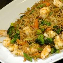 wok gambas y verduras con fideos