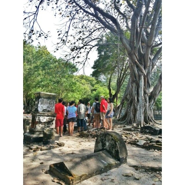 #trip #travel #beach #island #kelor #traveler #traveling #like4like #follow #follow4follow #followforfollow #likeforlike #nature #indonesia #visitindonesia #grave #tree #tour #tourist #spooky #history #gytaregi #heaven
