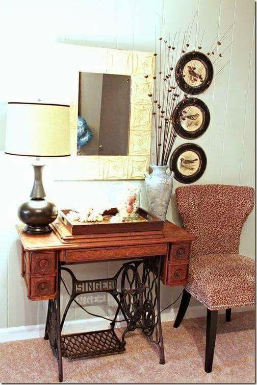Mesa con la maquina de coser