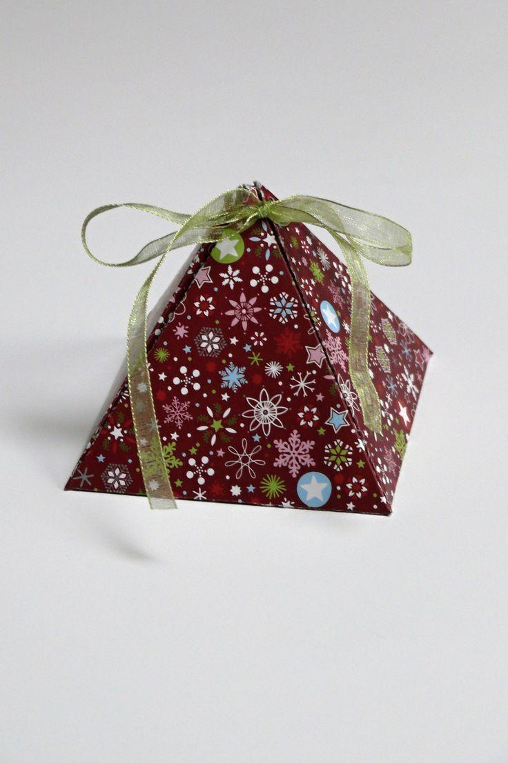 Dárková krabička velikost krabiček 8 x 8 x 8 cm, dárkové krabičky na šperky nebo jiné drobnosti, na čokoládový bombón a jíné, kvalitní pevný karton vysoké gramáže 300 gsm cena za 1 kus