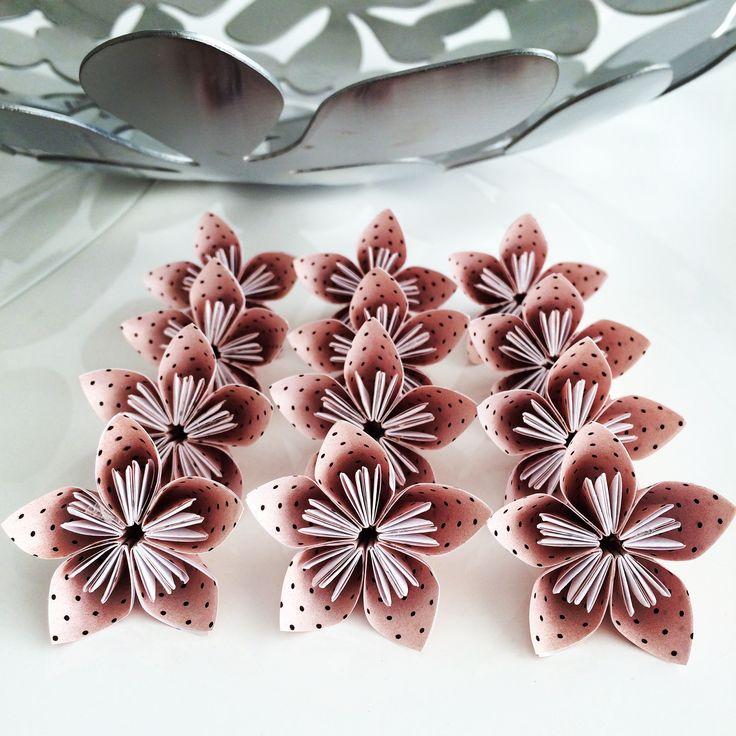 Sakuras de Poá! Passo 1 para fazer uma encomenda de vasinho de sakuras! Gostou? Então veja como comprar em http://casadeorigami.wordpress.com/produtos/