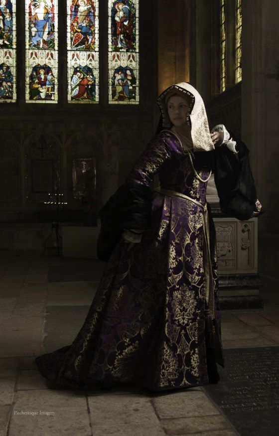 A Damsel in This Dress - Tudor gown. So gorgeous. Post includes many construction photos (click through)