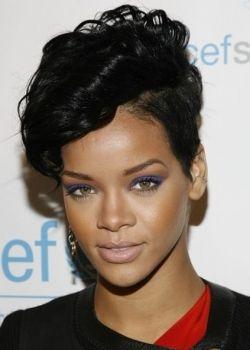 Rihanna lt ss.jpg;  250 x 350 (@100%)