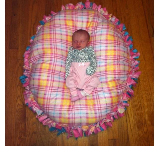 Little floor pillow! I love fleece no-sew projects!
