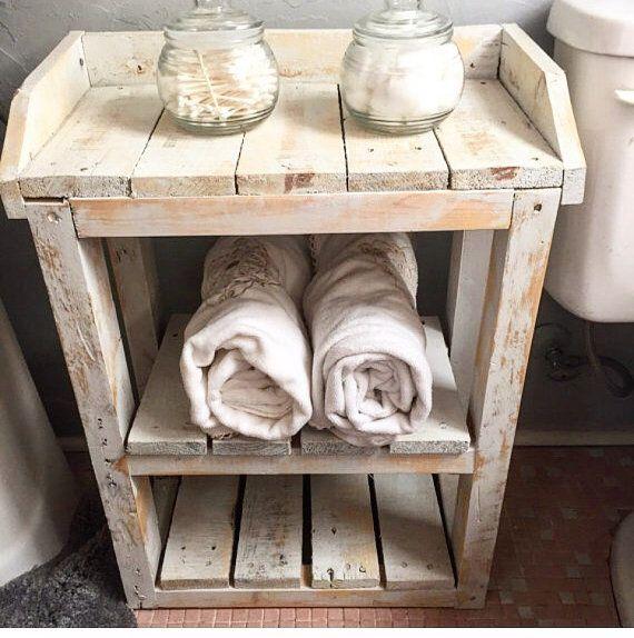 Shabby Chic bagno legno mensole. di HarvestTrailJourney su Etsy