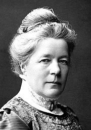 Selma Ottilia Lovisa Lagerlöf /ˈsɛlma ʊˈtiːlɪa lʊˈviːsa ˈlɑːgərˌløːv/, también escrito como Selma Lagerlof o Selma Lagerloef (n. Mårbacka, provincia de Värmland, Suecia meridional, 20 de noviembre de 1858 - † Mårbacka, 16 de marzo de 1940), fue una escritora sueca de fama universal y la primera mujer en obtener un Premio Nobel de Literatura (1909).