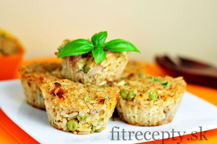 Chutné, šťavnaté muffiny na slano zhotovené s ryžou, kuracími prsiami a hráškom – sú skvelou voľbou jedla na cesty či na obed do práce alebo školy. Ak máte doma zvyšky uvareného mäsa a ryže, neváhajte a vyskúšajte tieto ryžovo-kuracie muffiny. Ingrediencie (na 12ks): 250g uvarenej ryže 200g uvarených kuracích pŕs 150g hrášku 100g strúhanej mozzarelly […]