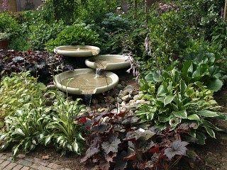 Waterschalen water in de tuin pinterest tuin for Tuinposters intratuin