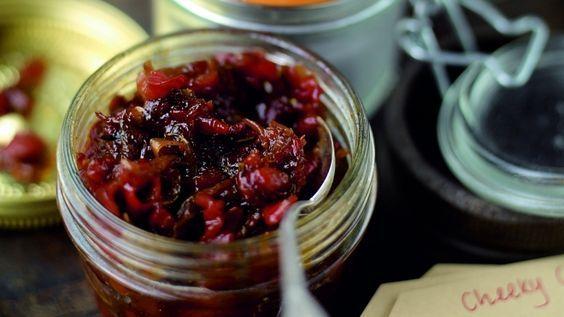 Eti istediğin gibi pişir ve sadece bu sosu ekle. İşte ziyafet hazır! Yoğun aromalı ve acı chutney sosu makarnalarda da kullanabilirsin.