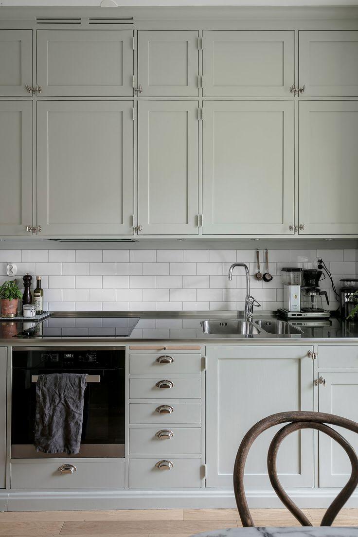 Rustic kitchen in greige - via Coco Lapine Design blog