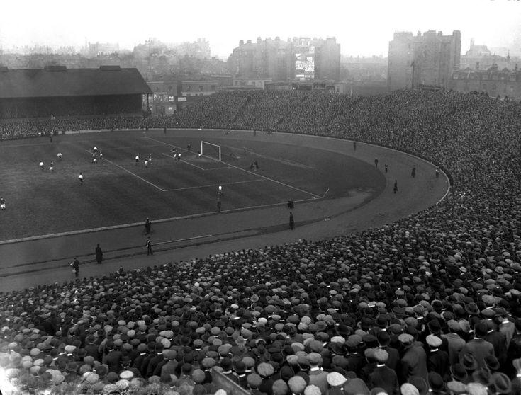 Opět Stamford Bridge, tentokrát při mezinárodním zápase Anglie vs. Skotsko v roce 1913