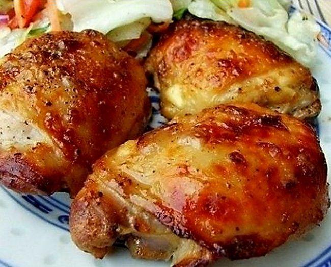 Ароматные куриные бёдрышки с базиликом