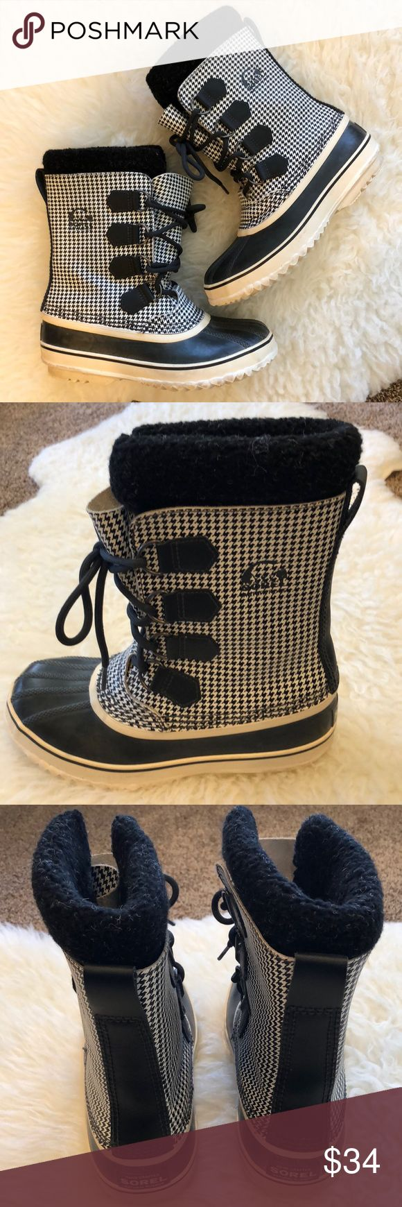 Sorel 1964 PAC Boot Houndstooth Waterproof Size 6 Melding vulcanized rubber with waterproof houndstooth textile, the heritage Slimpack 1964 keeps the elements out and the warmth in.  Cozy and warm inside, very little wear, clean and comfortable. Sorel Shoes Winter & Rain Boots