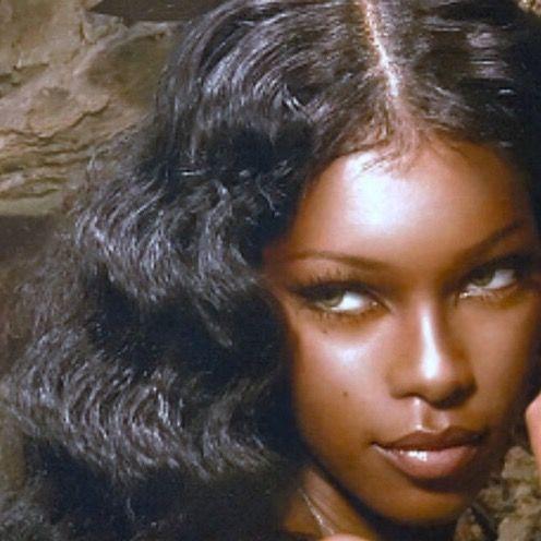 Dolly DOLLFACE strobe makeup highlight