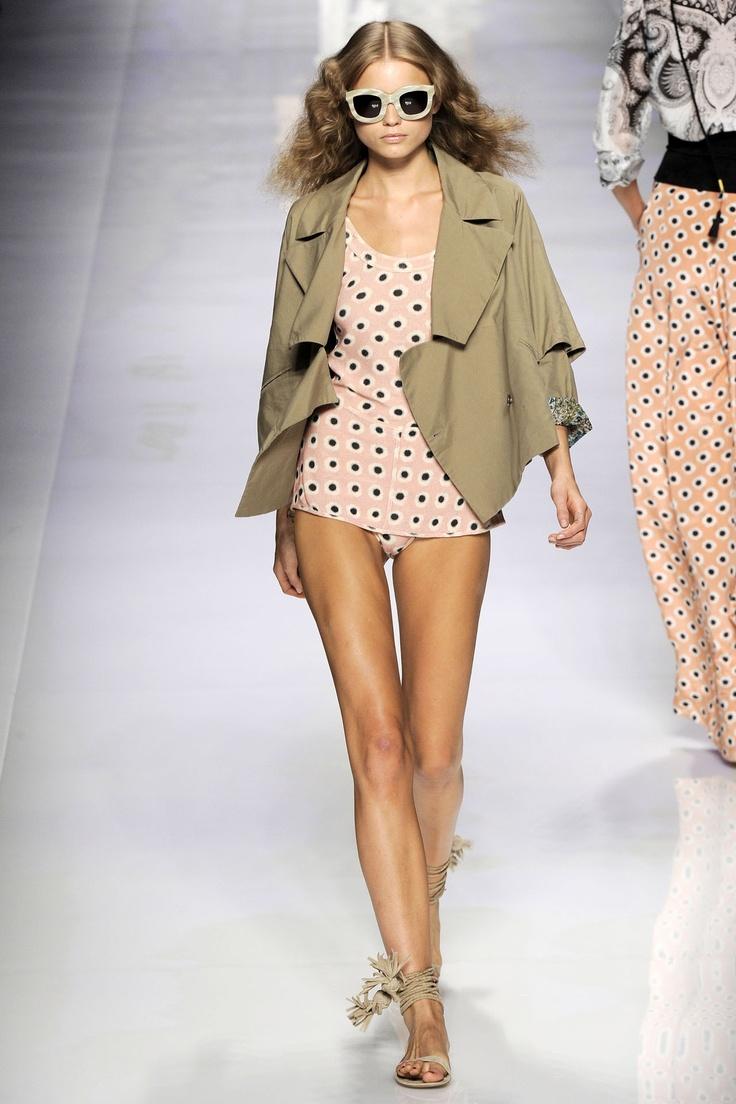 Vogue - fashion trends - beach chic