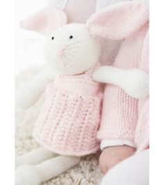 FREE Pattern: Knit Bunny @aklo Emma wants her Aunt Annie to make her one of these