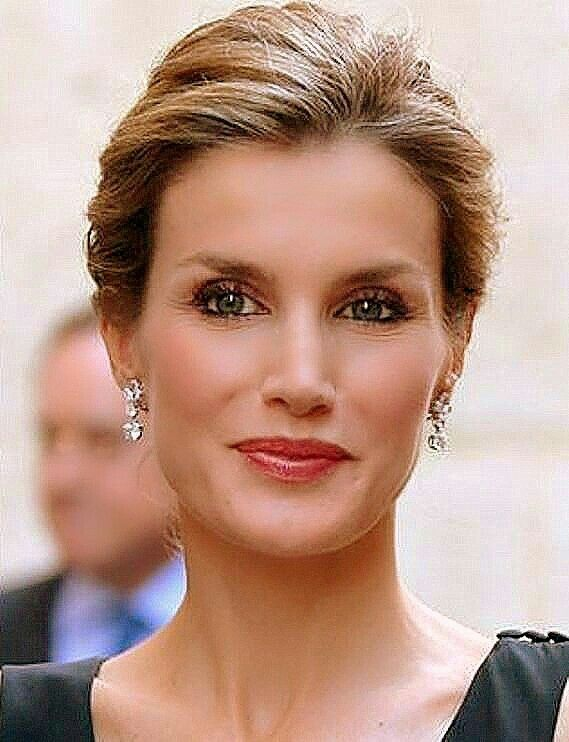 1000 images about letizia ortiz on pinterest oviedo spanish royal family and royal style. Black Bedroom Furniture Sets. Home Design Ideas
