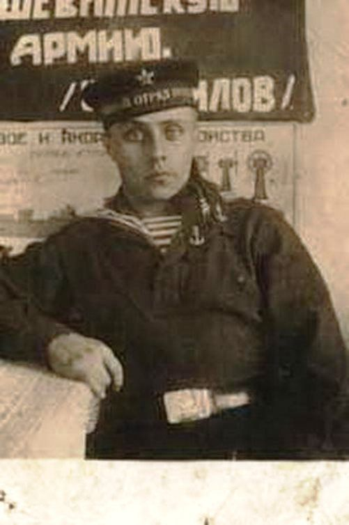 9.-Putins-father-served-in-the-submarine-fleet-1932.jpg (501×754)