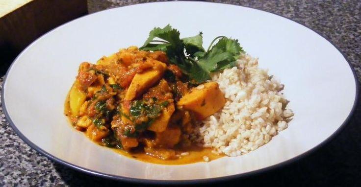 RECEPT. Curryschotel met zoete aardappelen en spinazie - De Standaard