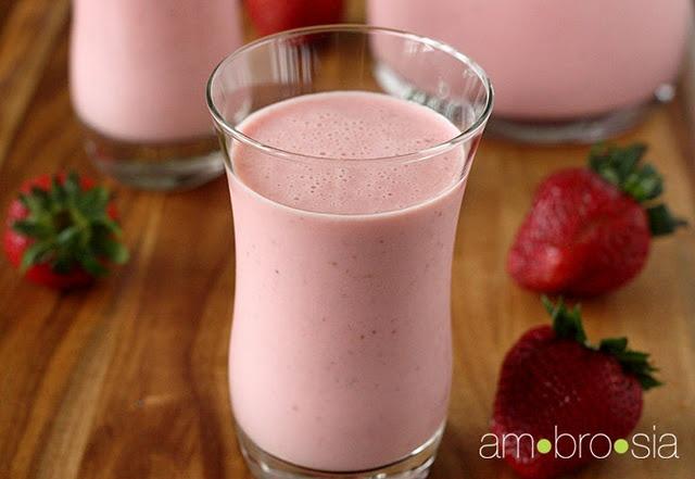 Strawberry smoothie with greek yogurt