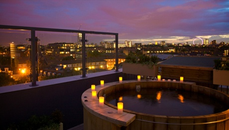 Bermondsey Square Hotel - Lucy loft suite hot tub and balcony