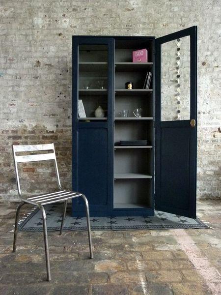 Joli vaisselier (Bleu Asphalte à l'extérieur et Gris Galet à l'intérieur)