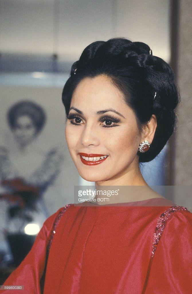 Portrait de Dewi Sukarno, épouse du président indonésien, circa 1970, en France .