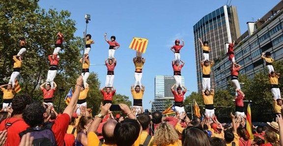 9 pilars de 4 a la via catalana per la independència l'11 de setembre del 2014.