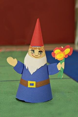Paper gnomes