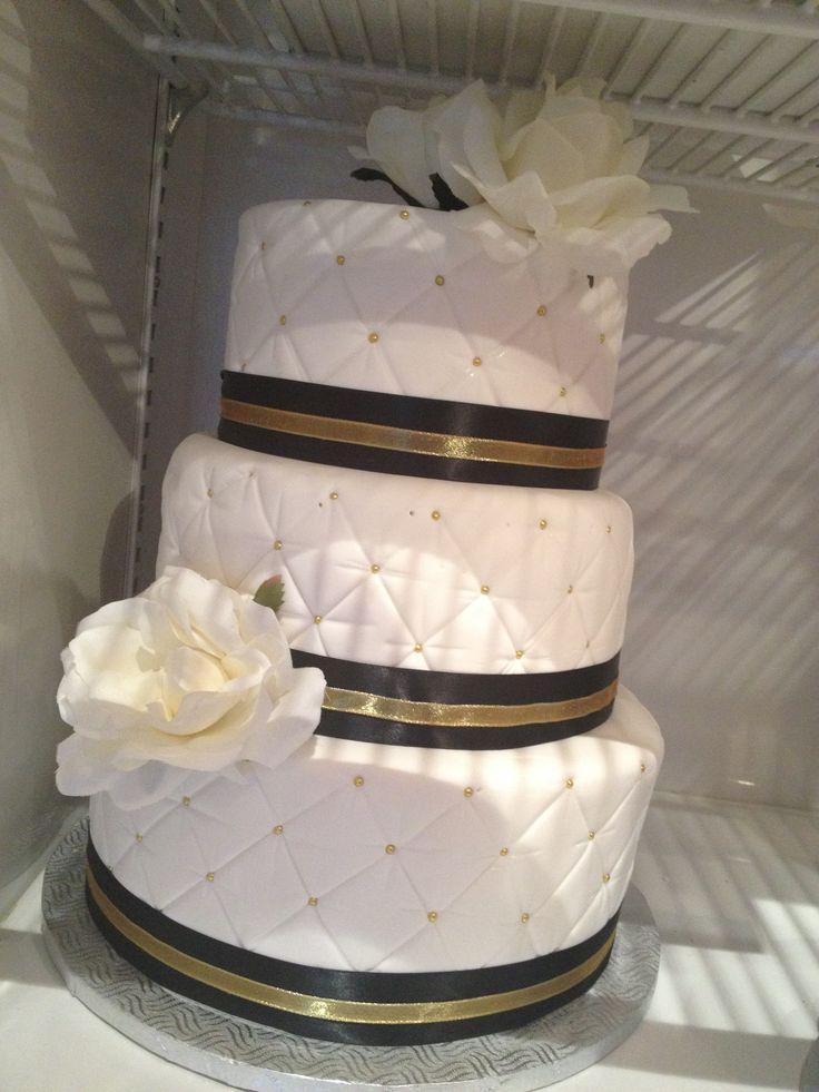 gâteau de mariageCHIC  or, blanc et noir