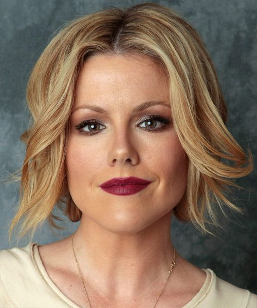 Kathleen Robertson Bob Hairstyle - Medium Straight Casual - Dark Blonde