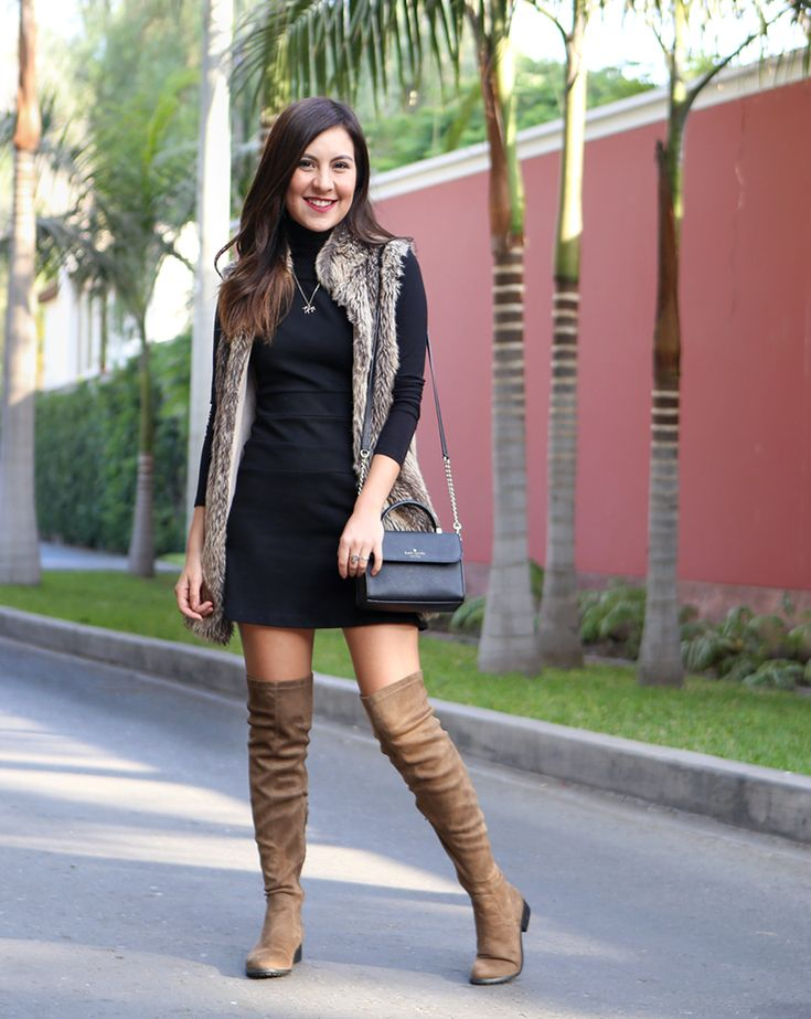Seguimos con la semana de botas largas. Esta vez, les muestro este look con el clásico vestido negro, una caffarena negra debajo y un chaleco de peluche q