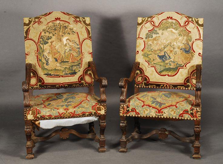 Pareja de sillones estilo Luis XIV en nogal, aunque están fabricados en el s. XIX. Francia. #Esmadeco.