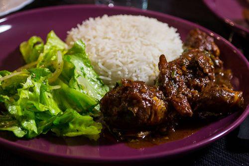 Salmi poulet  http://www.cuizinemaurice.com/2014/04/salmi-poulet/