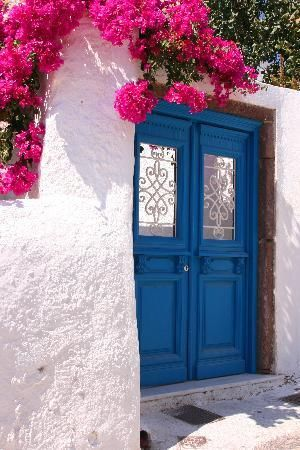 The colors in Greece are just incredible! Mykonos, Cyclades, Photo by MykonosCanada #travel www.solymargalapagos.com