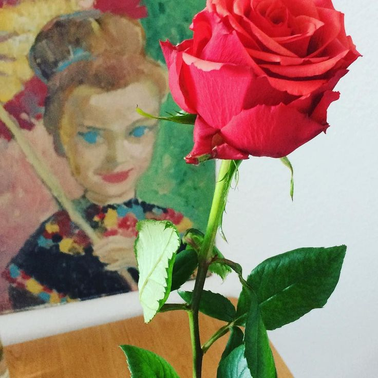 """A beautiful red rose to a beautiful painted lady born in the 1940th. Would you say """"yes""""? #romantic #romanticmoment #rose #flower #stuttgart #past #picture #art"""